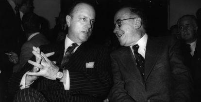 """Manuel Fraga (izquierda) durante la presentación de Santiago Carrillo, en el Club Siglo XXI en 1978. """"Él tuvo el valor de enfrentarse con una serie de personas que incluso abandonaron el lugar en ese momento"""", dijo ayer el exdirigente comunista"""