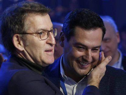 El presidente gallego, Alberto Núñez Feijóo, con su homólogo andaluz el 20 de enero en la Convención del PP.