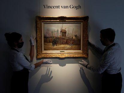 El cuadro de Vincent van Gogh 'Scène de rue à Montmartre' ha sido subastado este jueves en París tras permanecer un siglo sin verse en público.