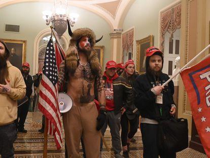 Seguidores de Trump, en el Capitolio, este miércoles.