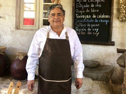 Rafael del Carpio, de la picantería Los leños, en Yumina, cerca de Arequipa.