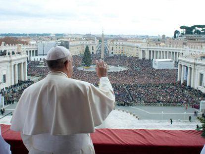 El Papa Francisco desde el balcón de la Basílica de San Pedro.