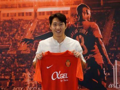 Kang-in Lee en su presentación con el Mallorca.