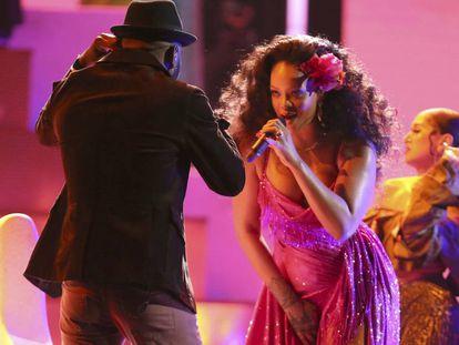 Rihanna durante su actuación en los Premios Grammy 2018.