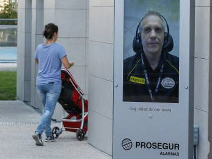 Estación de vigilancia inteligente de Prosegur instalada en una urbanización de Madrid.
