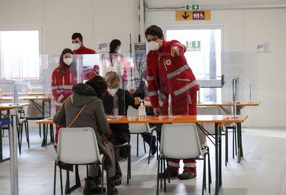 Vacunación en Roma con las dosis de AstraZeneca el 11 de febrero.