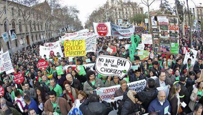 Momento de la marcha convocada por la Plataforma de Afectados por la Hipoteca en Barcelona, la más numerosa.