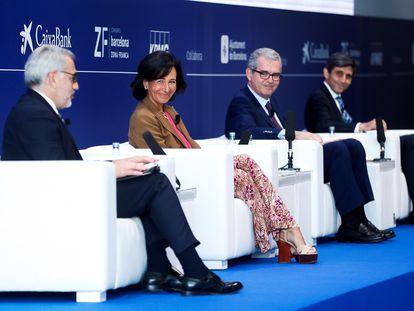 De izquierda a derecha, Ana Botín, presidenta del Santander, Pablo Isla, presidente de Inditex, y José María Álvarez-Pallete, presidente de Telefónica, el miércoles en el Círculo de Economía en Barcelona.