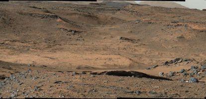Las estribaciones del monte Sharp, en el centro del cráter Gale, que va a investigar el robot `Curiosity´ en Marte.