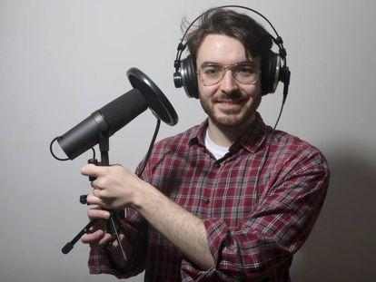 El youtuber y divulgador científico José Luis Crespo en su domicilio en Madrid.