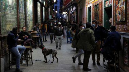 Ambiente en una calle del centro de Madrid, a principios de febrero.