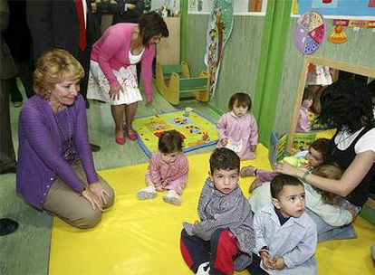 Aguirre, durante la inauguración esta mañana de la sexta escuela infantil de Rivas, <i>El Arlequín</i>.