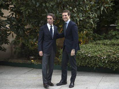 Jose María Aznar y Pablo Casado, en octubre de 2018 en Madrid.