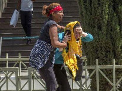 Dos españoles han fallecido en el accidente, ocurrido poco después de que el aparato despegara de la capital etíope, Adís Abeba, en dirección a Kenia