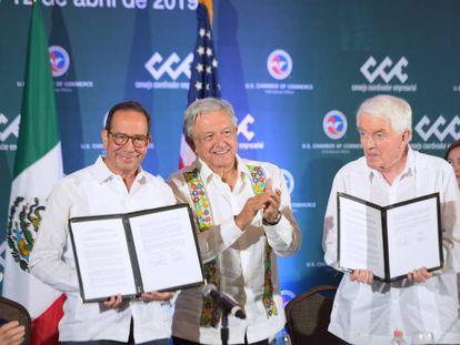 López Obrador con los presidentes de las patronales de EE UU y México.