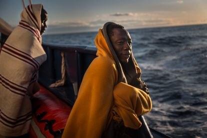Uno de los migrantes rescatados por el 'Aita Mari'.