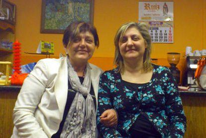 María José, izquierda, y Vicky, muy parecidas, se encontraron a los 51 años.