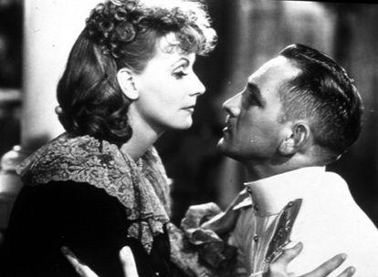 Greta Garbo y Fredric March en una imagen de la película <i>Anna Karenina,</i> dirigida por Clarence Brown en 1935.