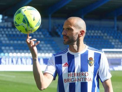 El futbolista de la SD Ponferradina Yuri de Souza en El Toralín.