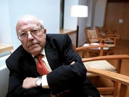 El escritor José Jiménez Lozano en 2002.