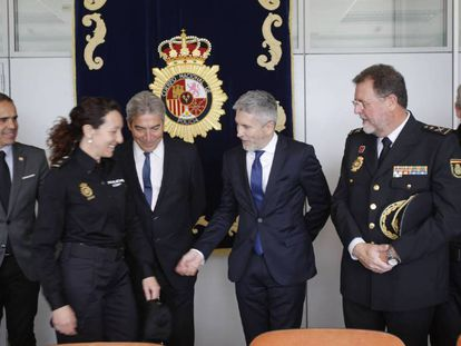 El ministro del Interior, Fernando Grande-Marlaska, la semana pasada en una visita a una comisaría en Cádiz.