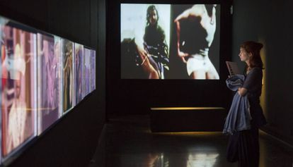 Videoinstalaciones de Eugenia Balcells en la exposición del Arts Santa Mònica.