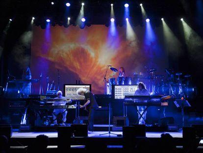 Brian May, guitarrista y astrofísico, actúa en el escenario de una edición anterior de Starmus.