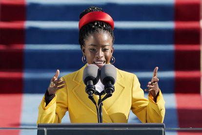 La poeta y activista Amanda Gorman protagonizó uno de los momentos más emotivos de la ceremonia.