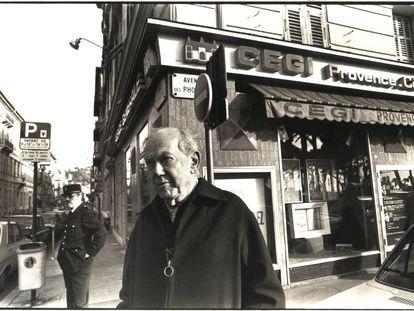 El escritor Graham Greene en Niza, en una foto sin fechar.