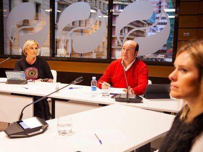 Reunión del EBB del PNV por videoconferencia en la sede de Sabin Etxea de Bilbao.