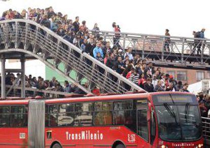 Pasajeros de Transmilenio en Bogotá.