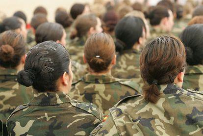 Mujeres militares, en un acto de Defensa.