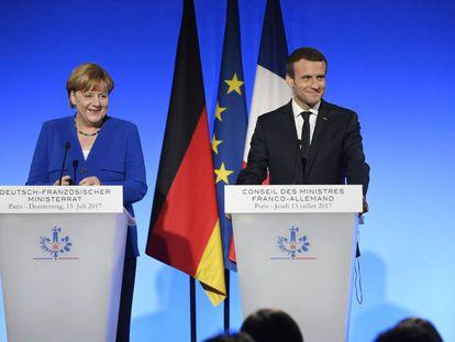 La canciller alemana, Angela Merkel, y el presidente francés, Emmanuel Macron, en el Elíseo