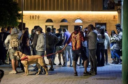 Gente concentrada en la plaza Honduras de Valencia en mayo pasado, cuando la incidencia acumulada de contagios no llegaba a los 40 casos por cada 100.000 habitantes. Ahora se superan los 540.