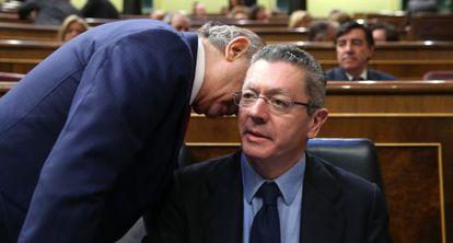 Los ministros Fernández y Gallardón, en el Congreso.