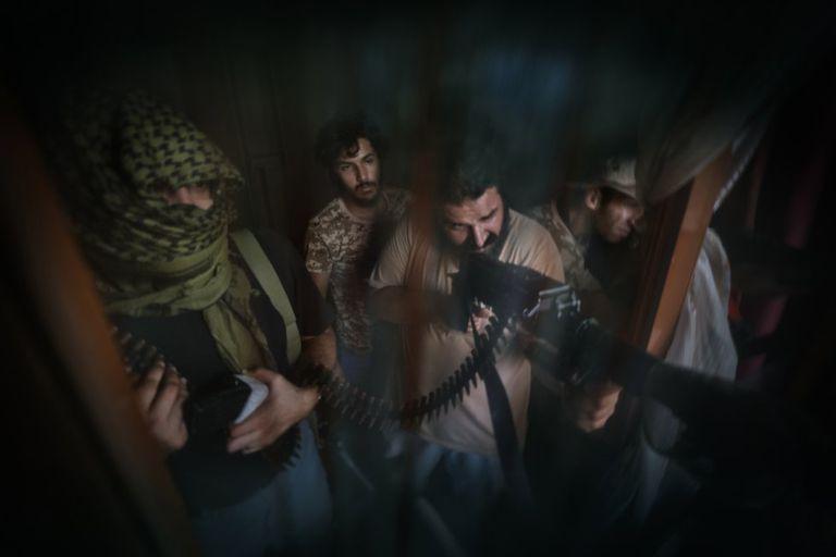 Combatientes de la unidad Shelba, aliada con el Gobierno libio, apuntado a la línea enemiga durante el asedio de Trípoli, en septiembre de 2019.
