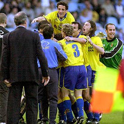 Los jugadores del Villarreal celebran el gol del empate.