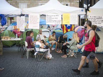 Acampada indipendentista en la Plaza Sant Jaume.