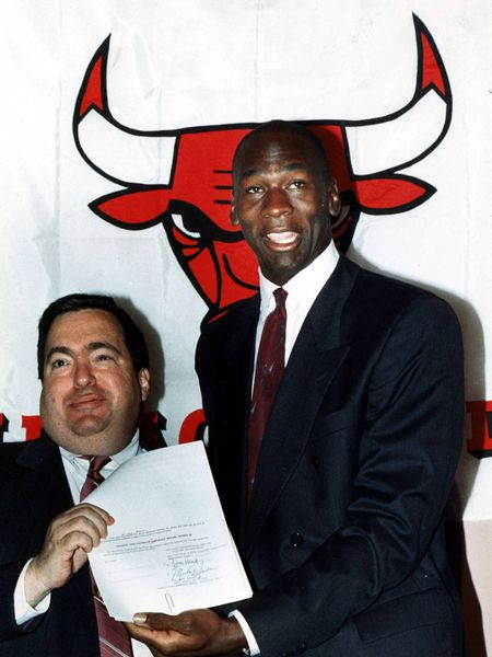 Jerry Krause y Michael Jordan.