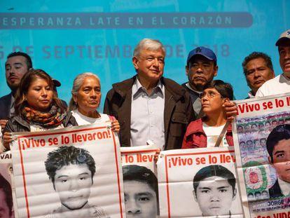 López Obrador, tras la reunión con las madres y padres de los jóvenes de Ayotzinapa.