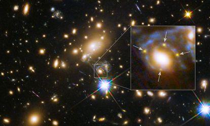 Grupo de galaxias MACS J1149+2223, a 5.000 millones de años luz de distancia de la Tierra, con la supernova del fondo multiplicada por cuatro por el efecto de lente gravitacional, fotografiada por el `Hubble´.