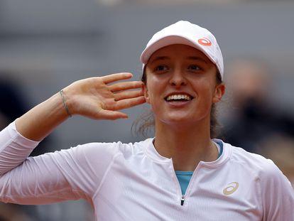 Swiatek celebra su victoria contra Podoroska en París.