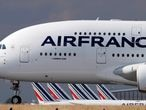 FILE PHOTO: An Air France Airbus A380 jet on arrival at Charles de Gaulle airport after its retirement flight, in Roissy, near Paris, June 26, 2020.   REUTERS/Christian Hartmann/File Photo