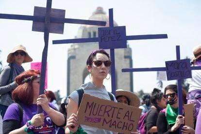Vista general de la marcha por el día internacional de la mujer en Ciudad de México el 8 de marzo de 2020. Las mujeres protestaron en las principales capitales de la región por los feminicidios, la desigualdad y el derecho al aborto.