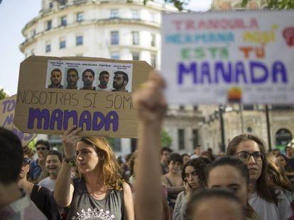 Concentración en protesta por la sentencia a los miembros de La Manada, en Sevilla en 2018.