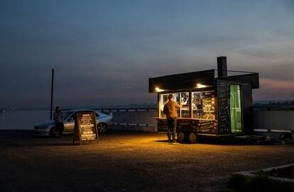 En 2020, los alimentos subieron en Rusia un 6,7% de media, los productos cárnicos un 7,2%. En la imagen, un puesto de kebab en la ciudad de Tomsk el pasado septiembre.