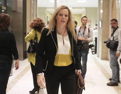 La diputada Zaida Cantera, en los pasillos del Congreso de los Diputados.