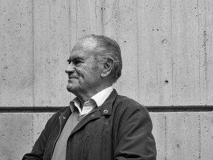 Vicente Saavedra, arquitecto El autor es Carlos A. Schwartz,