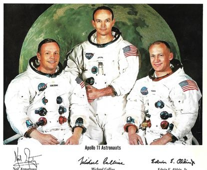 Neil Armstrong, Michael Collins and Buzz Aldrin in a photo dedicated to the Brotherhood of the Virgen de Luna