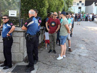 Policías municipales de Madrid, votando la propuesta salarial del Ayuntamiento.